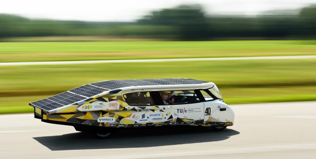 stella lux la r f rence en voiture lectrique solaire detail moto tout sur la moto. Black Bedroom Furniture Sets. Home Design Ideas
