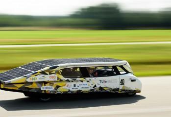 Stella Lux : la référence en voiture électrique solaire