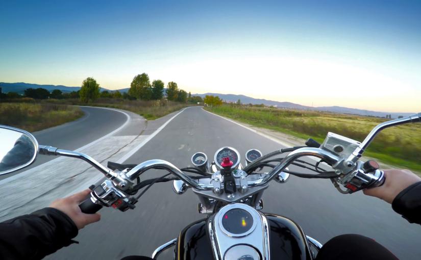 Comment maîtriser sa moto en conduite rapide ?